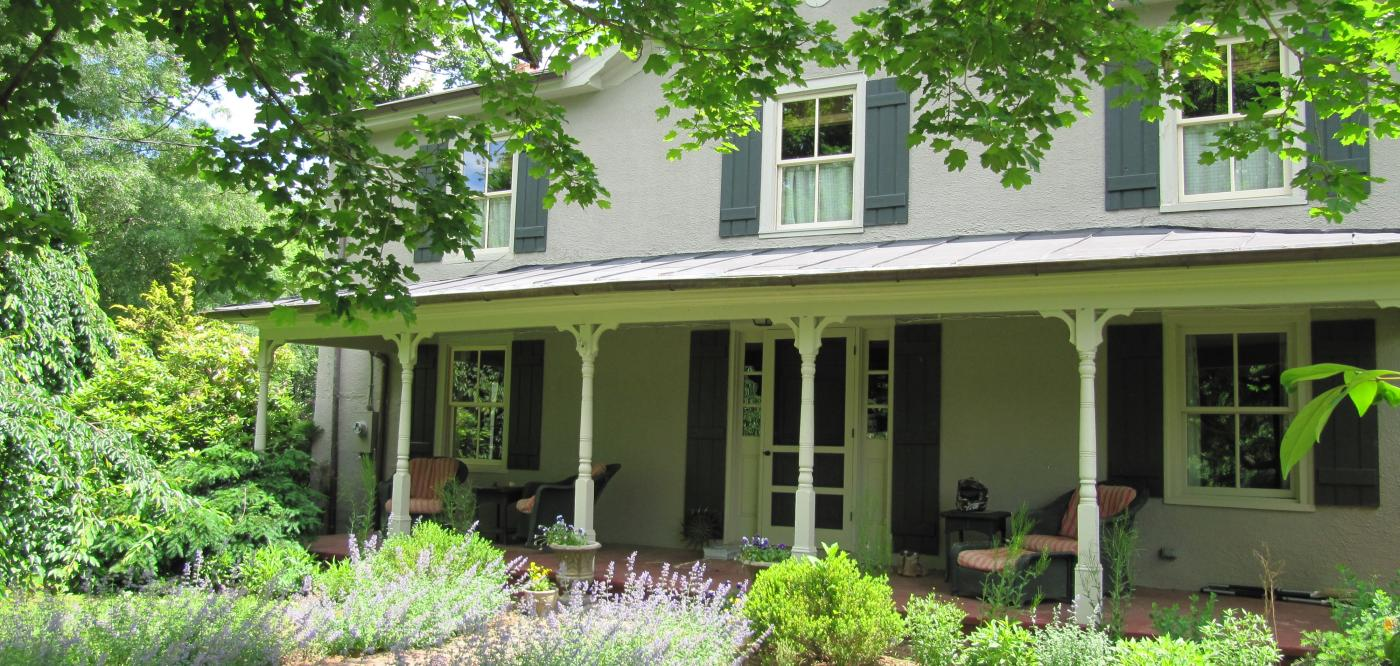 The front of a beautiful country home in Charlottesville, with vibrant green surroundings